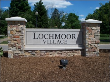 Lochmoor Village Entrance Sign